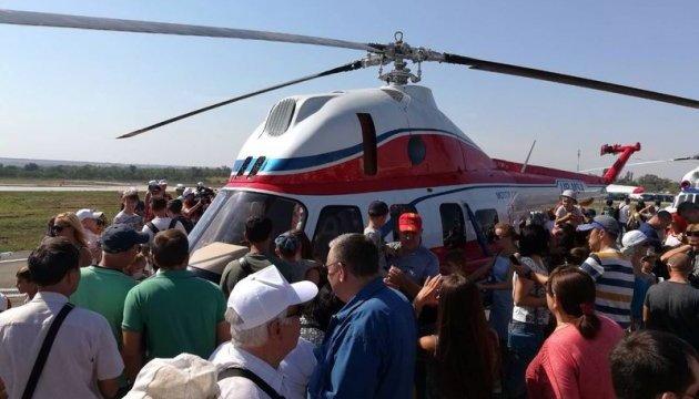 У Запоріжжі показали перший український вертоліт