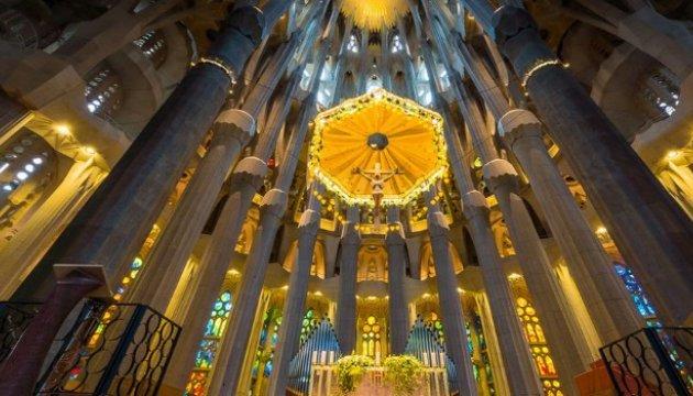 Король Іспанії з дружиною помолився за жертв терактів