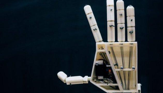 Бельгійські студенти створили роботизовану руку для сурдоперекладу