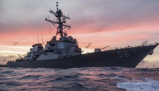 Американський есмінець зіткнувся з танкером біля берегів Сінгапуру