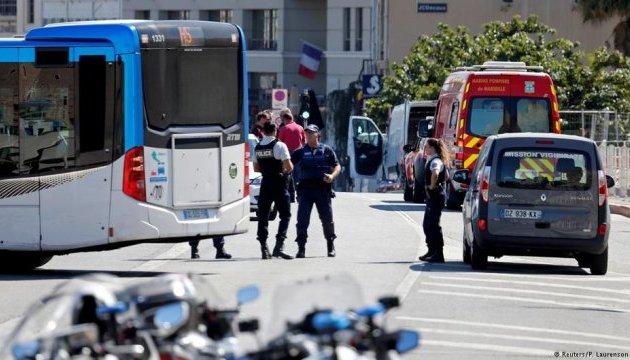 У Марселі автомобіль протаранив автобусну зупинку: загинула жінка