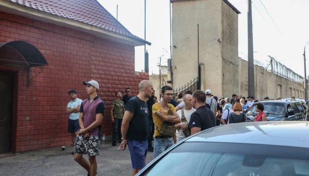 Під Одеським СІЗО знову протестували проти жорстокості щодо в'язнів
