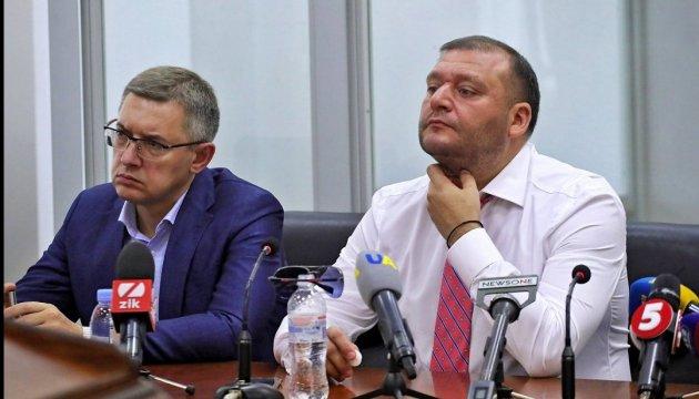 Суд відмовився зняти арешт з майна Добкіна