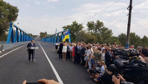 Порошенко відкрив стратегічний міст на Харківщині