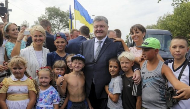 Poroshenko opens strategic bridge in Kharkiv region