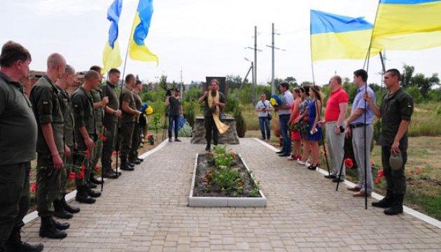 У Слов'янську провели молебень та поклали квіти до пам'ятних знаків воїнам АТО