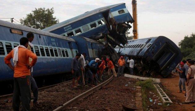 В Індії потяг зіткнувся з вантажівкою, 40 постраждалих
