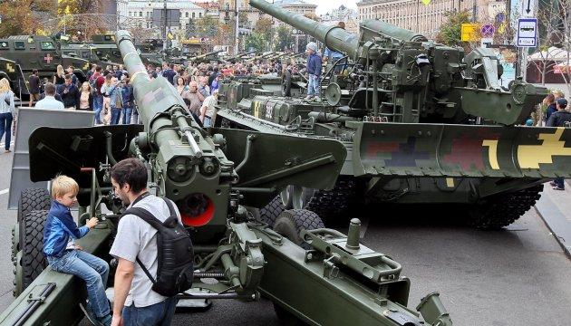 kyiv pr sente une exposition de mat riel militaire l 39 occasion du jour de l 39 ind pendance de l. Black Bedroom Furniture Sets. Home Design Ideas