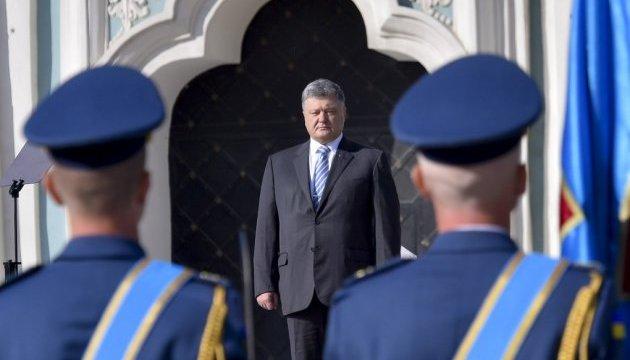 Порошенко: Хочу подивитися в очі тим, хто свідомо знищував обороноздатність України