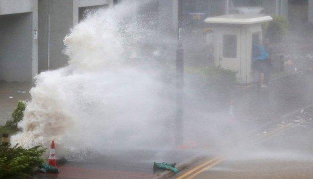 Потужний шторм накрив Гонконг