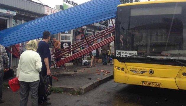 Київпастранс розслідує ДТП на автобусній зупинці