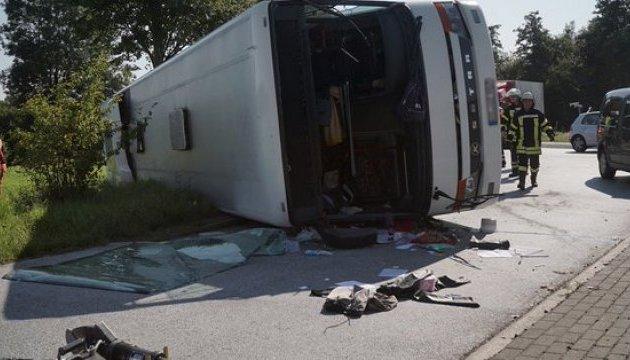 У Німеччині перекинувся автобус, травмовані 44 пасажири