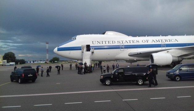 Таліби цілились у літак Меттіса, що приземлився в Кабулі - ЗМІ