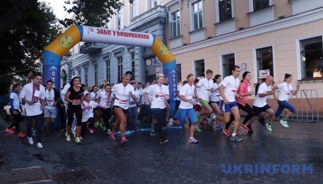 Забіг у вишиванках в Одесі: наймолодший учасник - у дитячому візочку