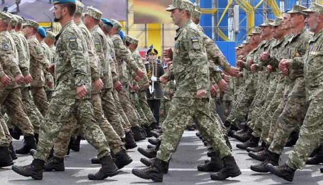 National Guard servicemen preparing for Independence Day parade