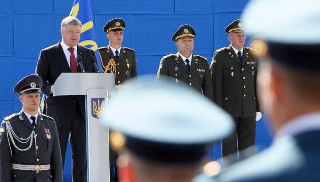 Порошенко про євроінтеграцію і членство в НАТО: Собаки брешуть, а наш караван іде