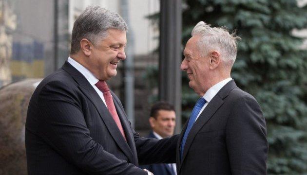 Україна вимагає розблокувати процес звільнення заручників - Порошенко