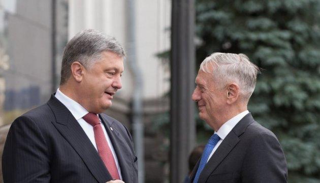 Україна готова зробити внесок у нову стратегію США в Афганістані - Порошенко