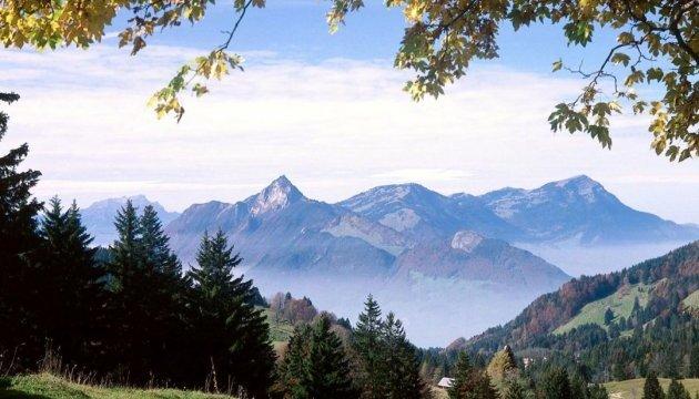 У швейцарських Альпах зсув: 8 людей зникли безвісти, близько сотні евакуювали