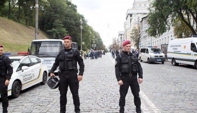 Вибух біля Кабміну: у поліції кажуть про трьох постраждалих