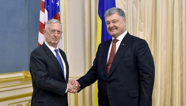 Poroschenko kündigt Telefonat mit US-Verteidigungsminister Mattis an