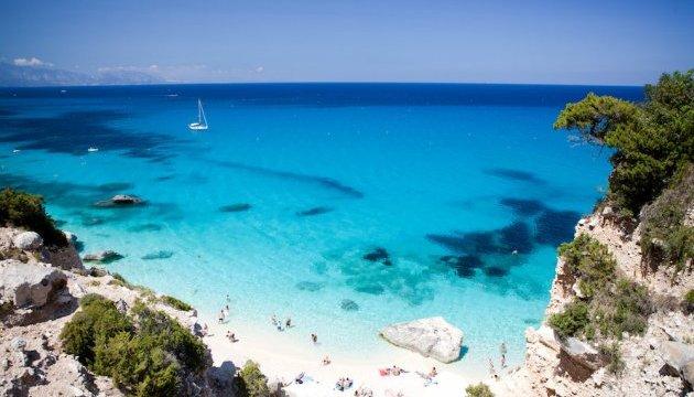 Туристів на Сардинії штрафують за спробу вивезти пісок