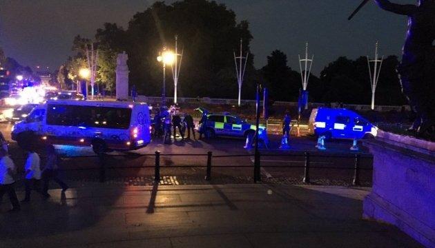 Чоловік з ножем поранив двох поліцейських біля Букінгемського палацу
