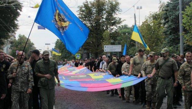 У центрі Харкова розгорнули 25-метровий Прапор єдності