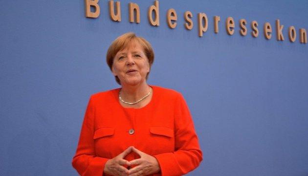 Меркель закидали помідорами