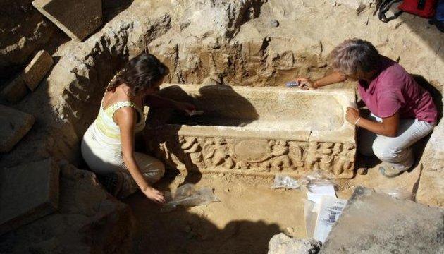 Біля Олімпійського стадіону в Римі знайшли два давніх саркофаги
