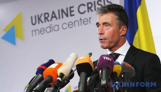 Расмуссен: Страны НАТО могут и должны предоставить Украине оборонительное оружие