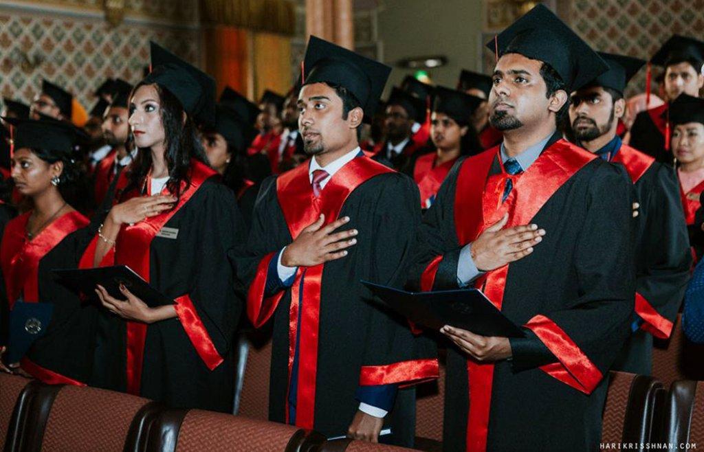 Іноземні студенти-медики складають клятву Гіппократа в Ужгородському національному університеті // Фото: uzhnu.edu.ua