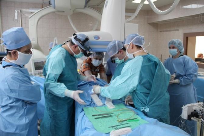 Українські лікарі з Інституту Амосова в Києві провели унікальну операцію на серці, видаливши 30-річному пацієнтові велику пухлину серця // Фото: amosovinstitute.org.ua