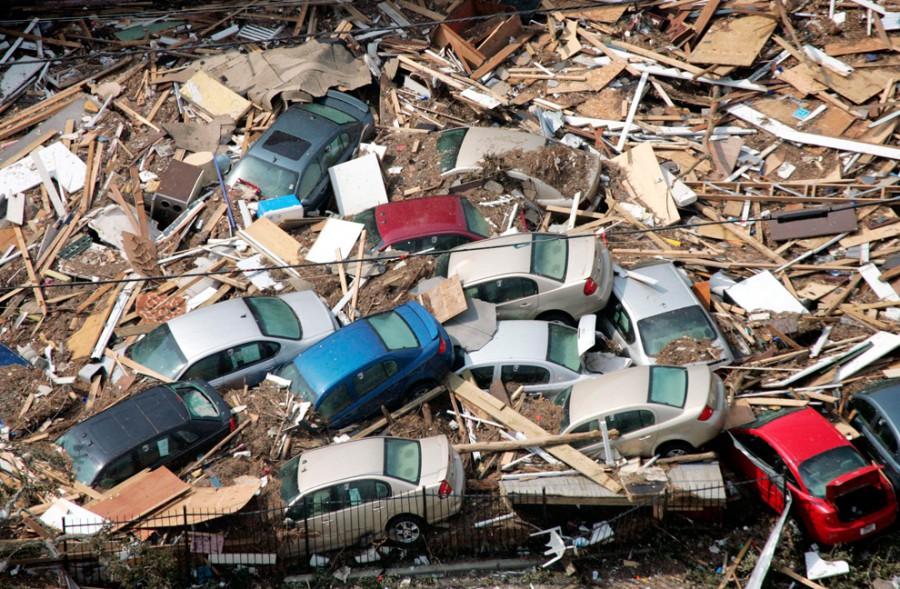 Автомобілі лежать посеред після урагану Катріна в Галфпорті, штат Міссісіпі (31 серпня, 2005 року).