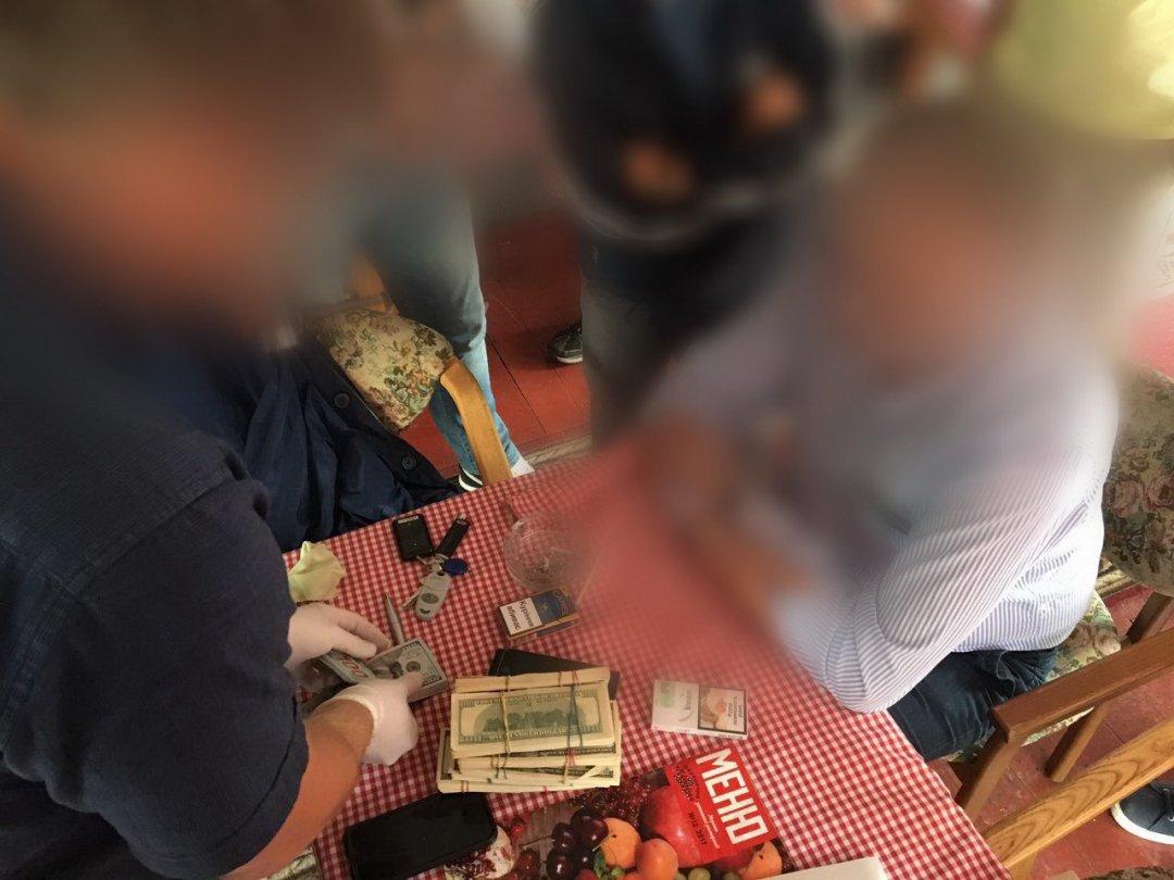СБУ затримала нахабарі в70 тис. доларів топ-чиновника «Укрзалізниці»