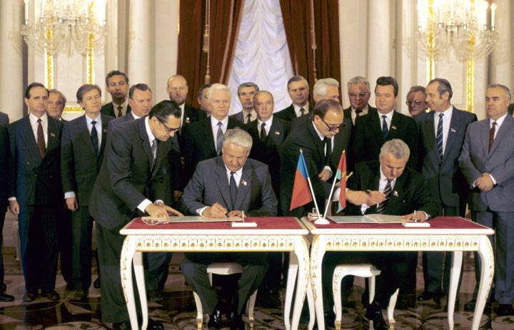 Підписання Українсько-російського договору 1990 року