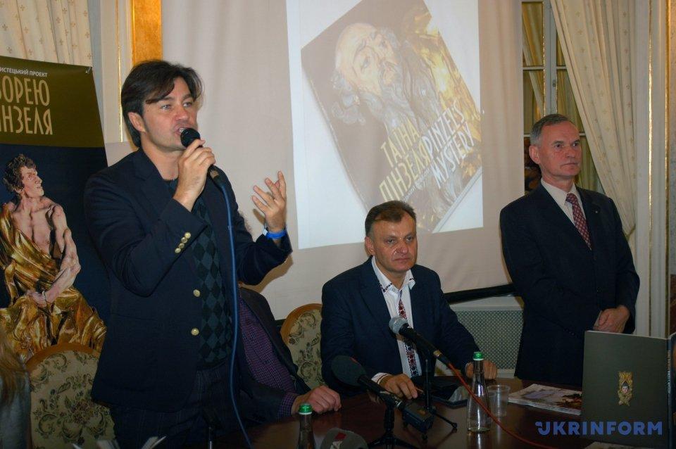 Євген Нищук (ліворуч)