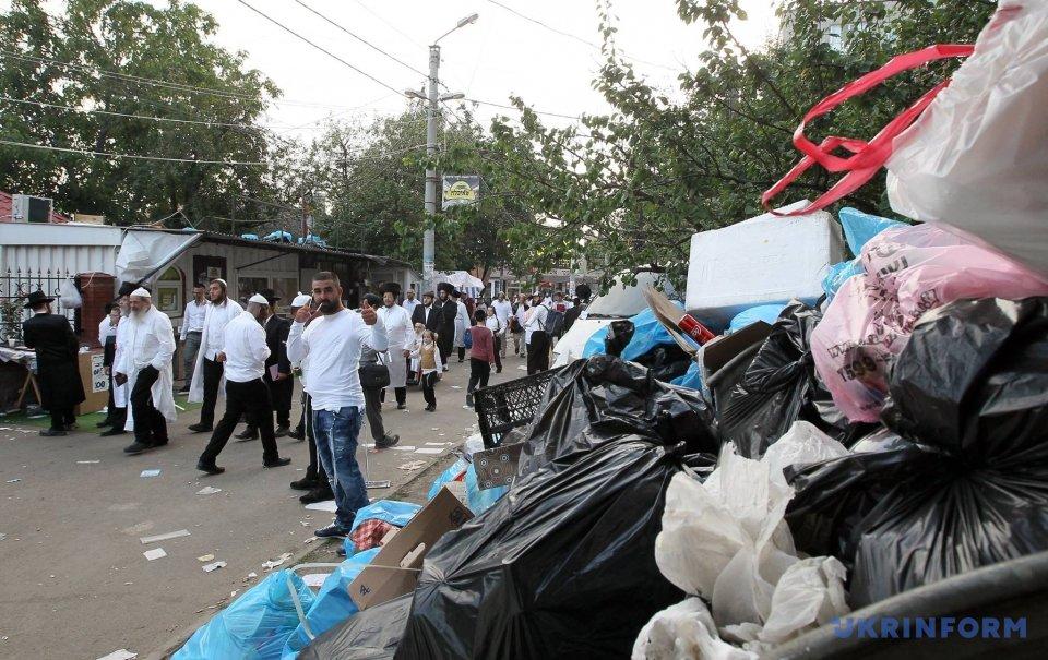 На прибирання міська влада витратила 2,4 мільйона гривень