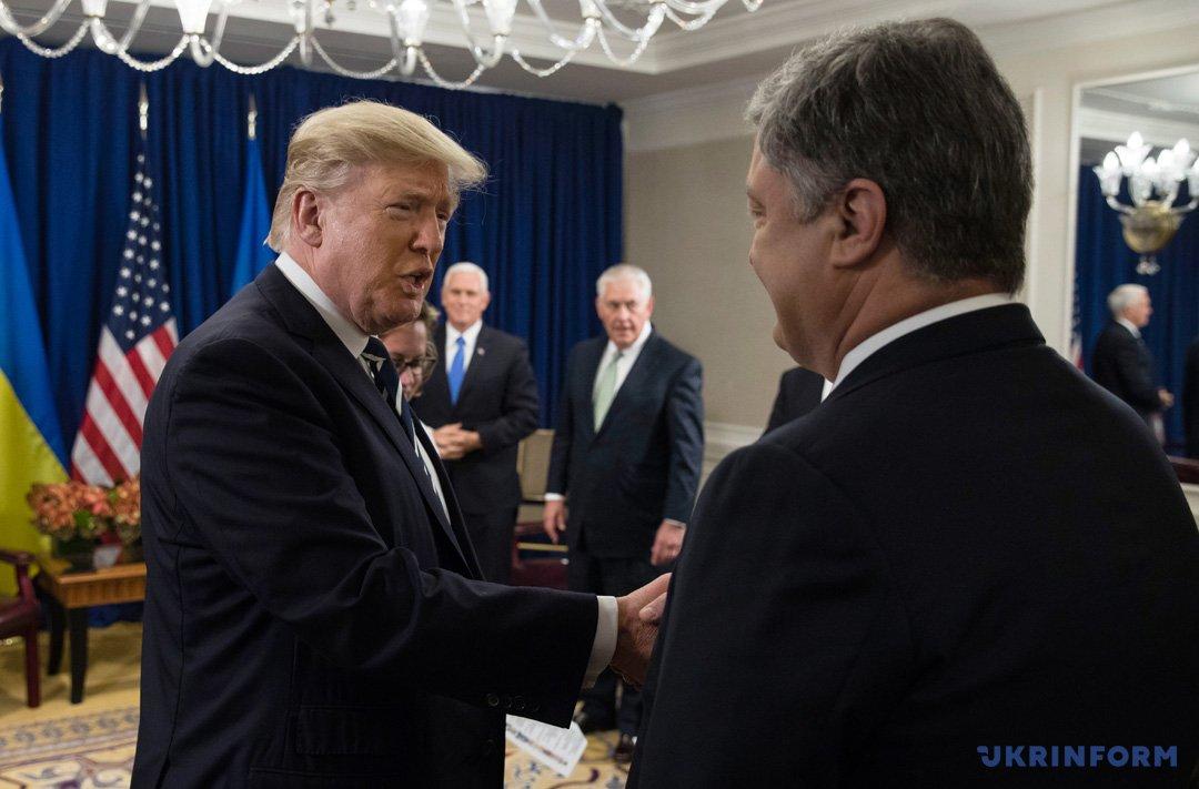 Дональд Трамп, Петро Порошенко
