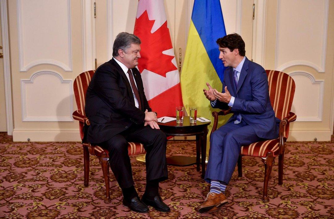Ми відчуваємо плече Канади вгалузі безпеки таоборонної політики— Порошенко