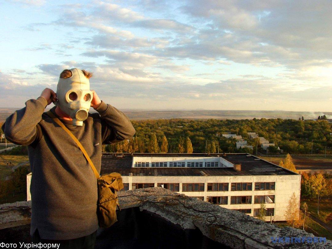 Ліквідатор наслідків вибухів на складах боєприпасів в Артемівську/ Фото з архіву Укрінформу