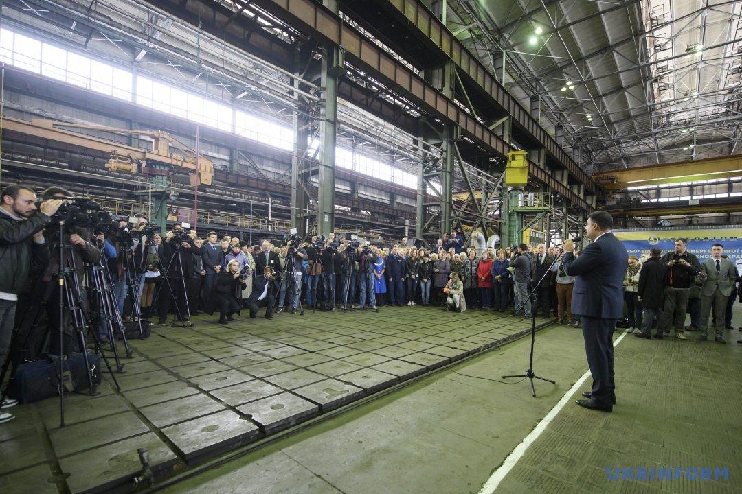 Тарифы будут пересмотрены: премьер Гройсман пообещал снизить цены нагаз для населения