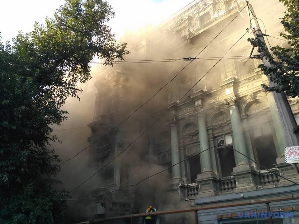 ВОдесі спалахнула пожежа в«Будинку Руссова»