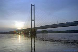 На Южном мосту частично ограничили движение