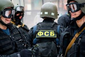 Російські силовики після обшуку затримали кримського татарина