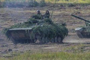 РФ стягує бронетанкові групи впритул до кордону з Україною — InformNapalm
