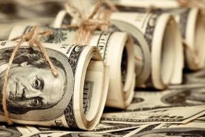 МВФ вважає курс долара США завищеним