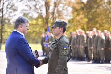 Poroshenko visits military unit of National Guard in Vinnytsia. Video
