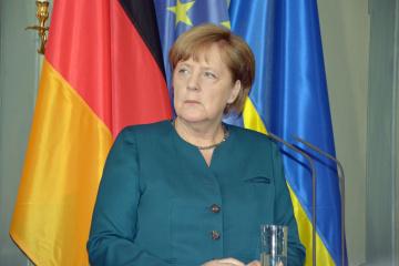 Merkel compara la anexión de Crimea con la división de Alemania en la RDA y la RFA