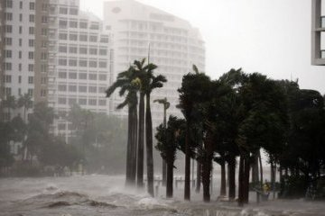 """Ураган """"Ірма"""" затопив центр Маямі"""